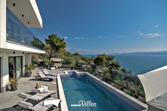 VILLA HAPPINESS*****